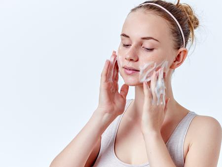 Gesichtsreinigung bei Akne